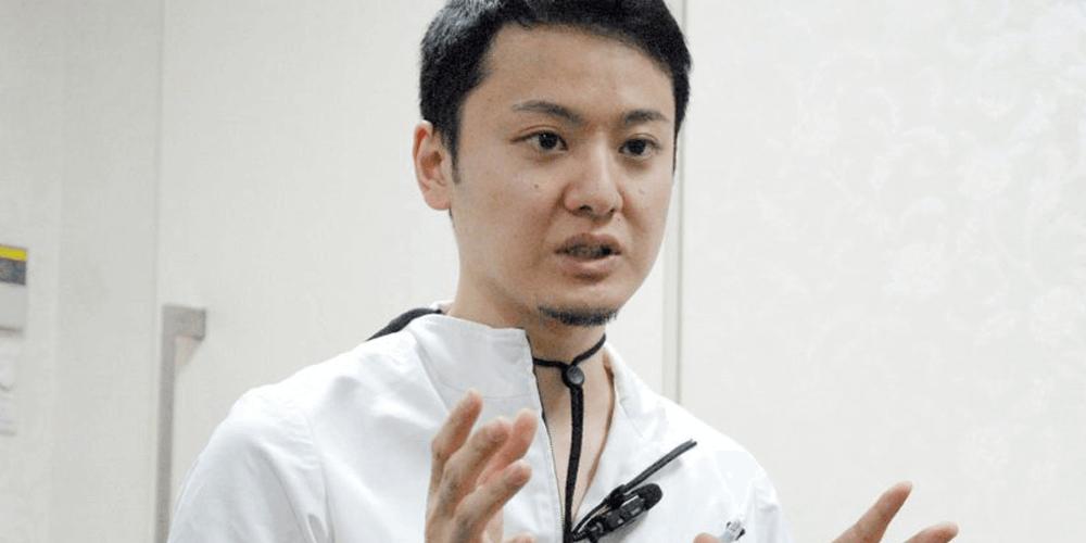 オーラルプロポーションクリニックの魅力を話す萩尾歯科医師