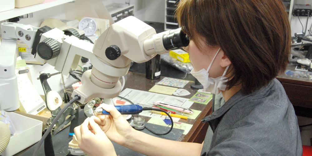 セラミックファクトリー東京に入社したきっかけを話す歯科技工士右手さん